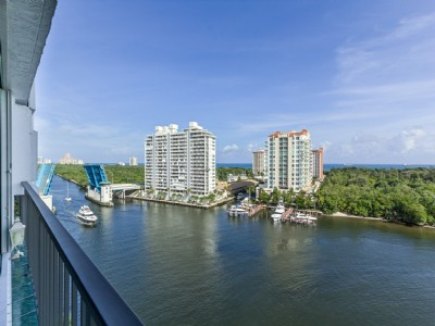 UPDATED WATERFRONT 2/2. DIRECT OCEAN, ICW & PARK VIEW