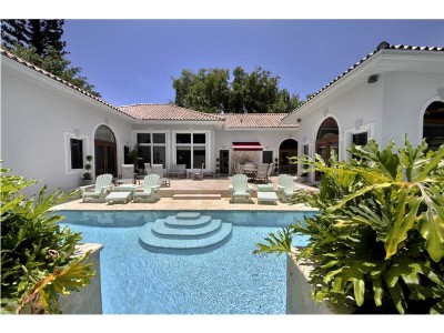 Large Pool Home in South Coconut Grove