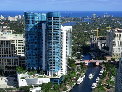 CONTEMPORARY DOWNTOWN CONDO WITH WATERWAY VIEWS