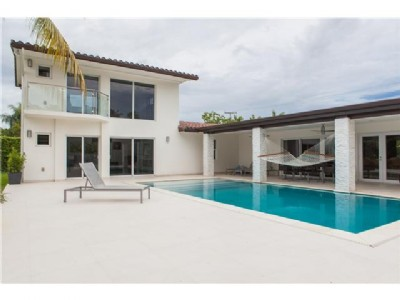 Modern, Chic Home in Pinecrest