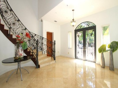 Grande Home 5 Bedrooms in Coconut Grove