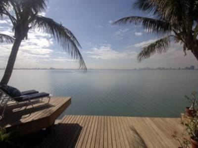 Spectacular Bayfront Mimo Property