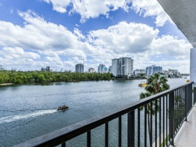 YACHT LOVERS PARADISE Updated luxury 2BR, DIRECT INTRACOASTAL VIEWS!