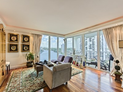 STUNNING 3BR WATERFRONT SOUTH CORNER