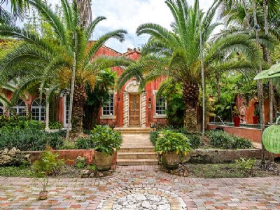 Estate on Leafy Way in Coconut Grove