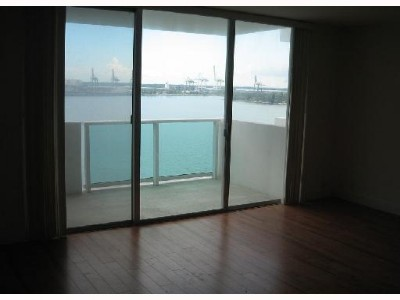 Special..BEST LOCATION..Luxury Rentals..on the Bay