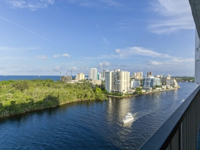 LUXURY WATERFRONT CONDO-STUNNING UPDATES