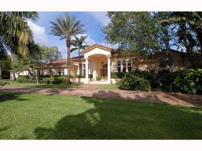 Gated Pinecrest...Lighted basketball court