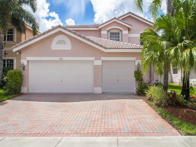 Gorgeous Pool Home Just Listed in Silver Lakes!!